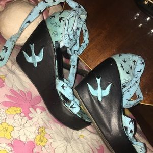 TOO FAST size 8 platforms turquoise blue swallows